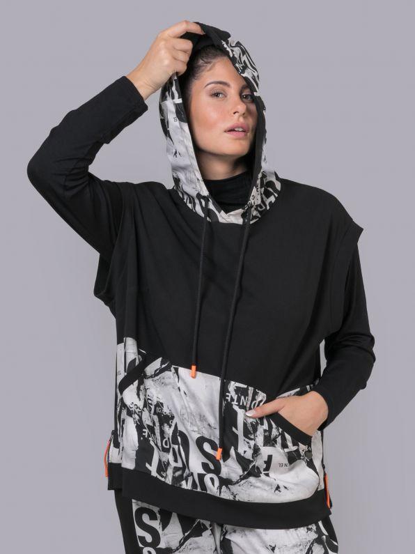 Short-sleeve hoodie with prints