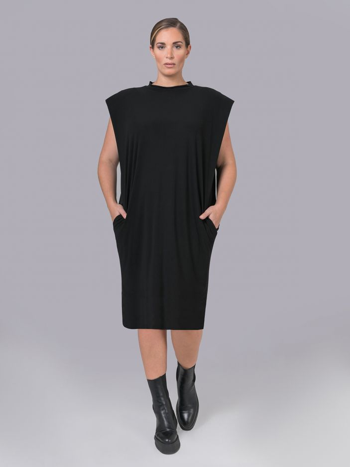 Crepe dress with shoulder pads