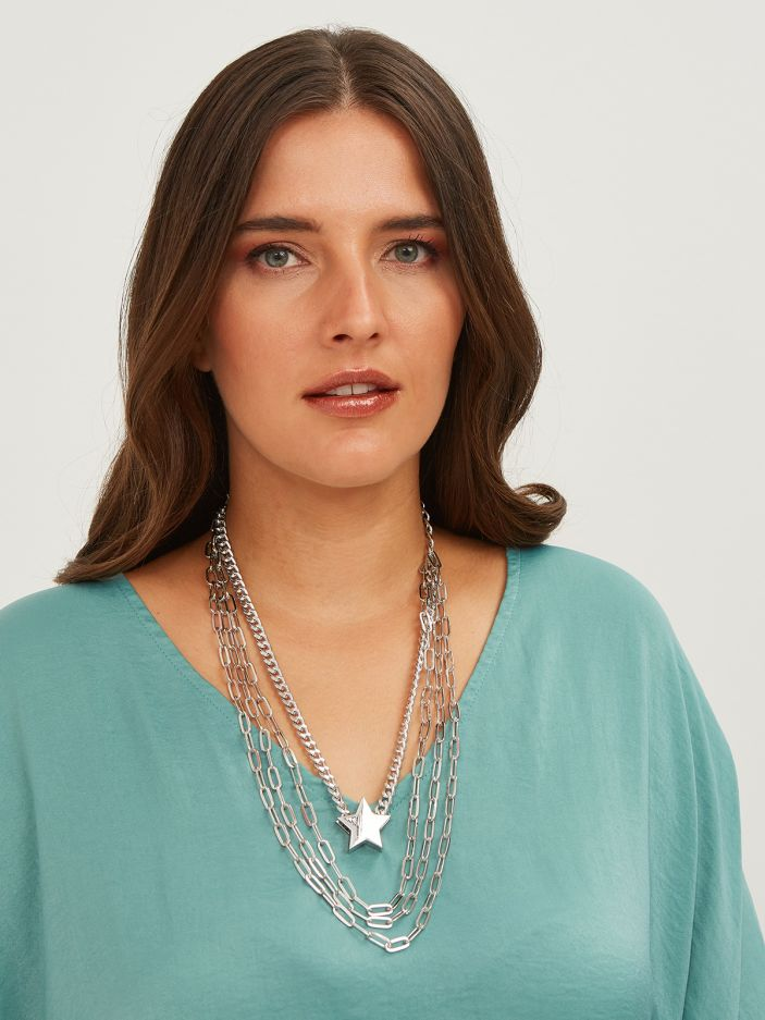 Multirow chain necklace with star charm