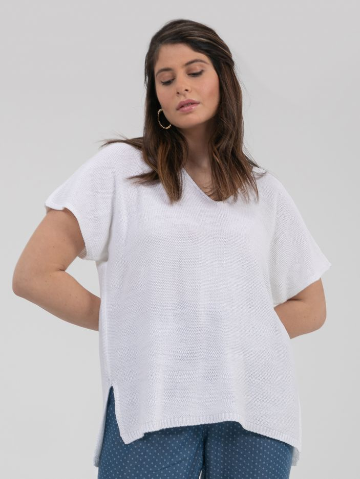 Short-sleeve V-neck jumper in white