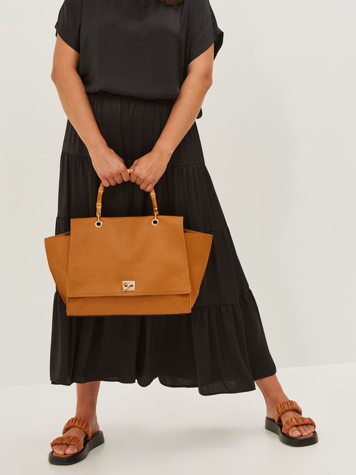 Tote bag with bamboo handle