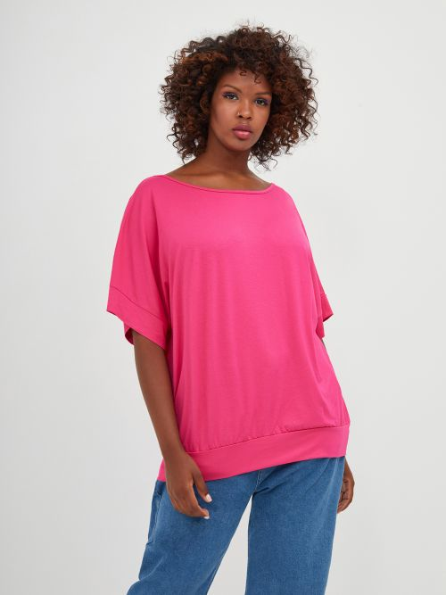Basic top with fitted hem in fuchsia