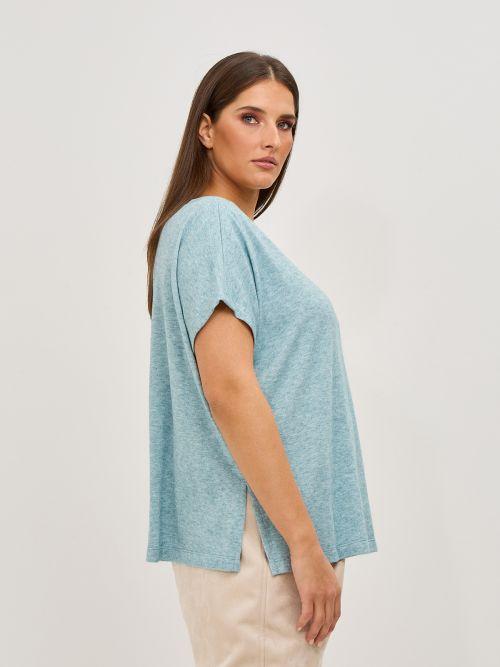 Fine-knit boat-neck top