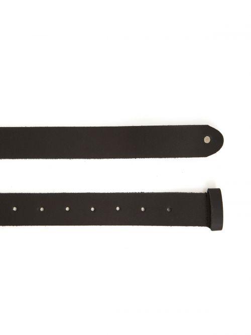 Leather belt with metallic buckle