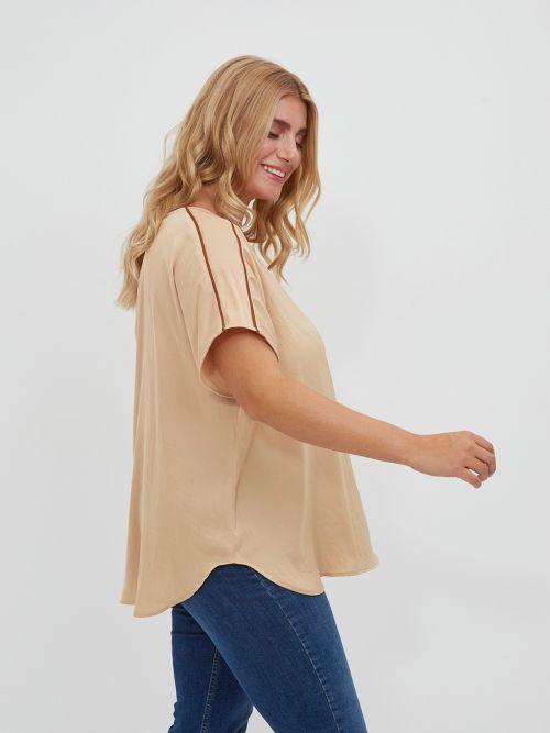 Μπλούζα σατέν με στρογγυλή λαιμόκοψη