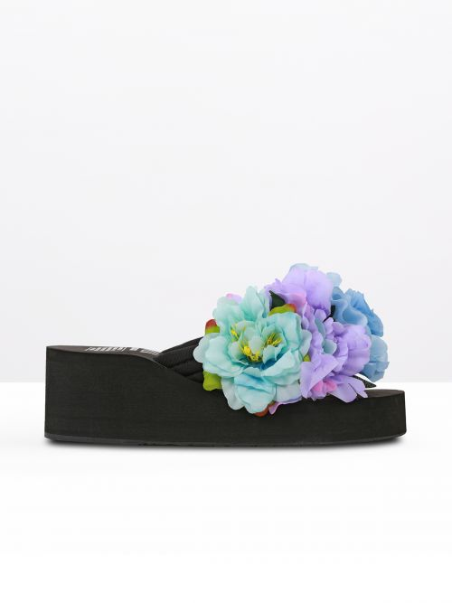 Flip-flops με φλοράλ διακόσμηση