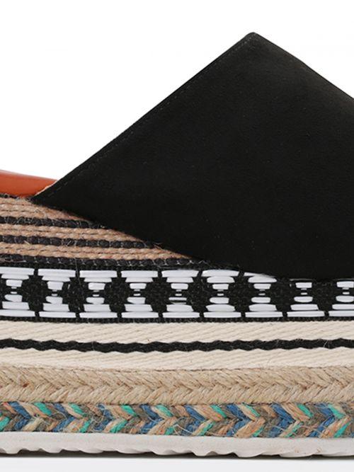 Πλατφόρμα με ethnic διακόσμηση