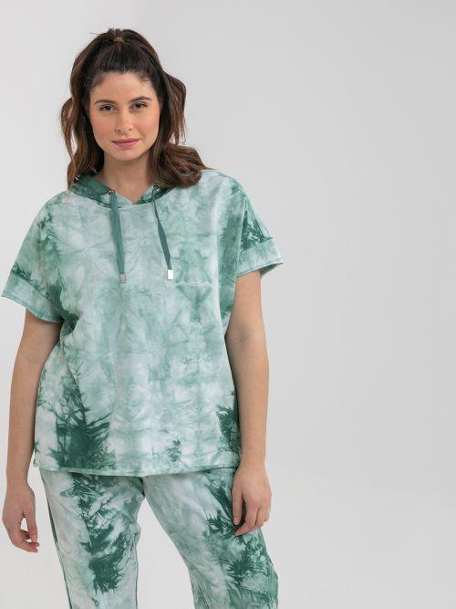 Short-sleeve hoodie in tie-dye print