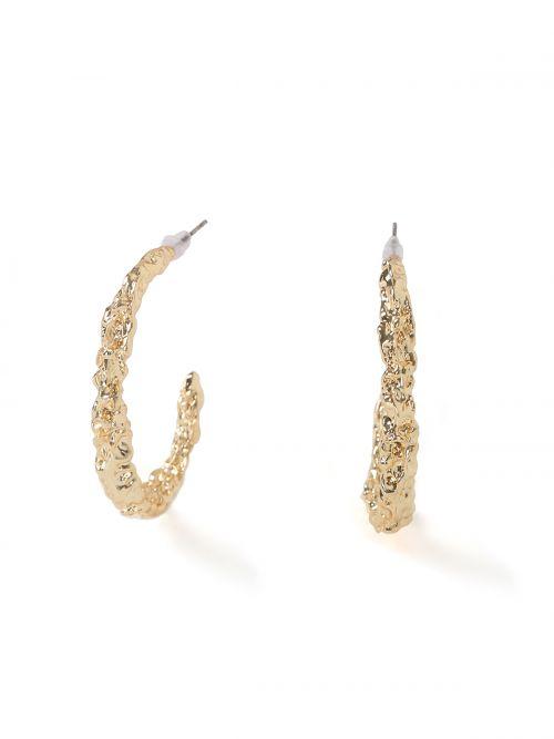Σκουλαρίκια με ανάγλυφα μοτίβα
