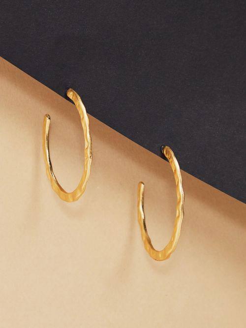 Σκουλαρίκια κρίκοι ανάγλυφοι σε χρυσό χρώμα