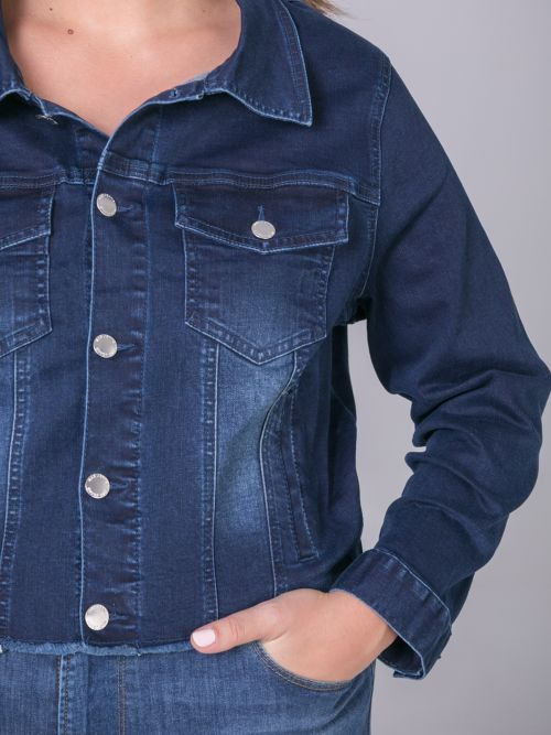 Stepped hem denim jacket