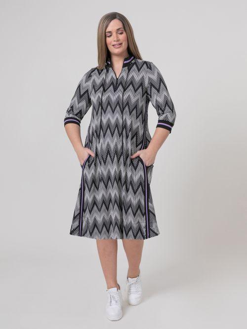 V-neck dress in zig-zag print