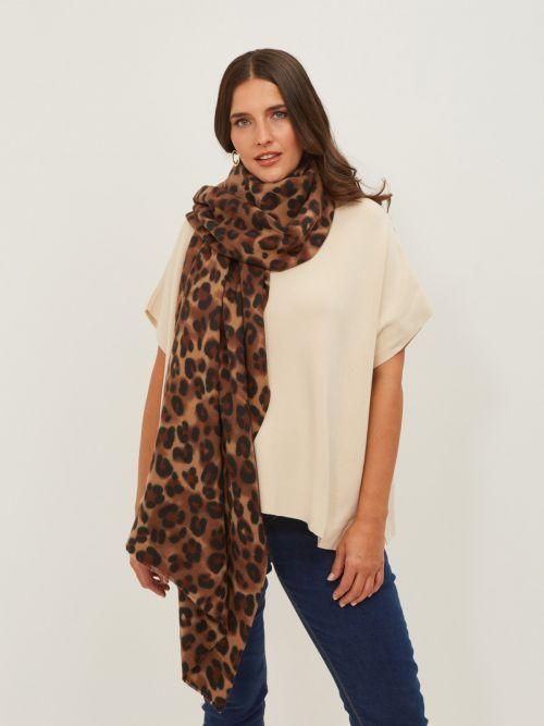 Viscose scarf in leopard print