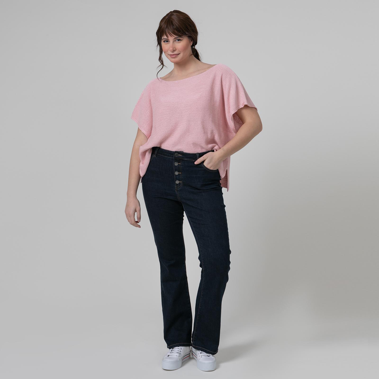 Ένα denim κομμάτι είναι πλέον η κλασική mat. fashionista's επιλογή για μοδάτα καθημερινά outfits με άνεση και προσωπικό στυλ!